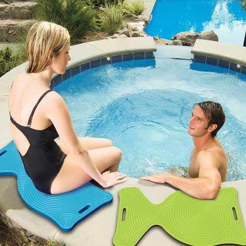 Aquaria Aqua Saddle Pool Float