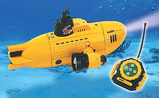 R C Submarine Pool Toy With Dive Action And Search Light